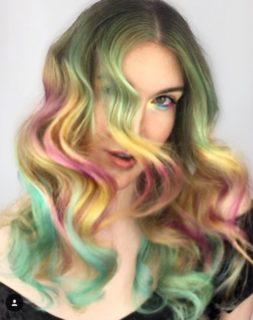 Southwest Sundance è il nuovo trend colore dei capelli rainbow a effetto smoky