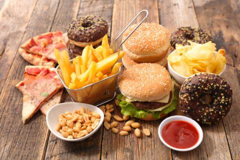 junk food causa di grasso addominale