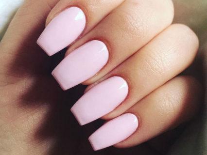 Il fascino elegante delle unghie a ballerina: 9 idee di coffin nails