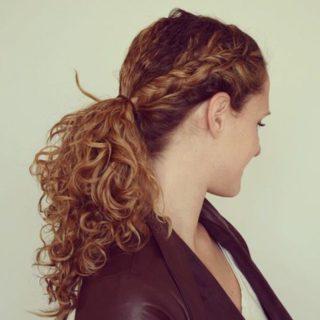 acconciature semplici capelli ricci