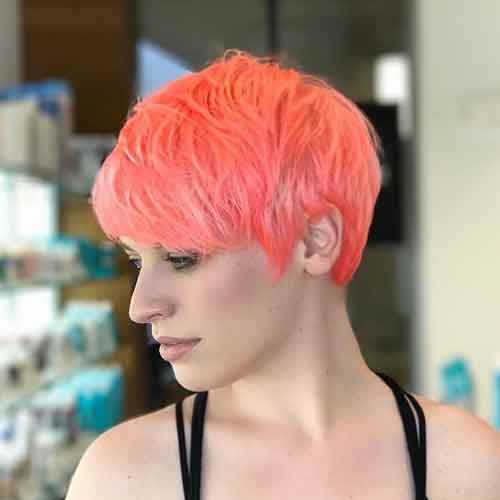 Neon peach hair, la tendenza dell'estate: a chi sta bene e 10 idee da copiare