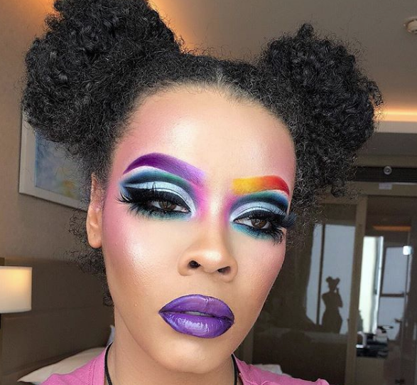 La triste storia dietro il trend delle Rainbow Brows, le sopracciglia arcobaleno