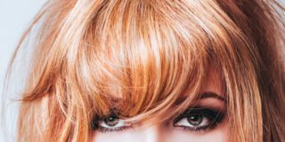 Colpi di sole rossi su capelli biondi