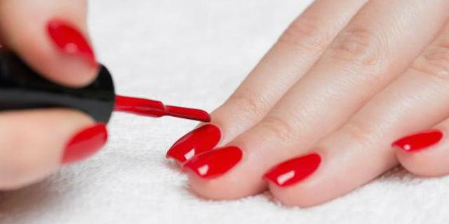 come mettere lo smalto per le unghie delle mani