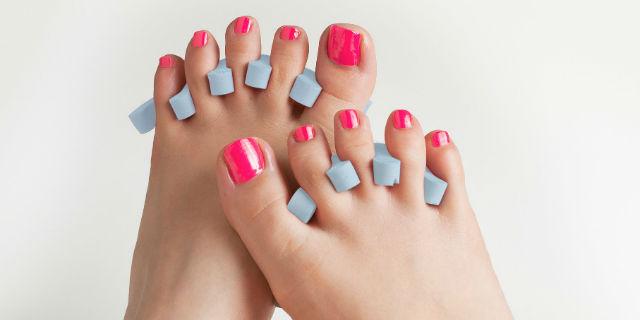come mettere lo smalto per le unghie dei piedi