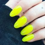 Unghie fluo: la manicure che regala energia, ora perfetta anche per l'inverno
