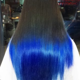 La magia degli shatush blu in 15 immagini