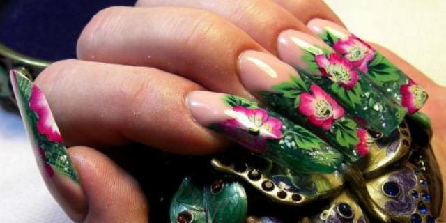 Micropittura unghie con fiori