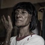 Il furto di capelli: l'umiliazione e la violenza dietro il commercio di extension