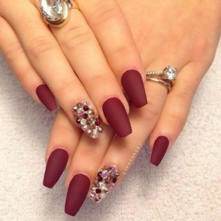 Accent nail: la manicure di tendenza che piace a tutti