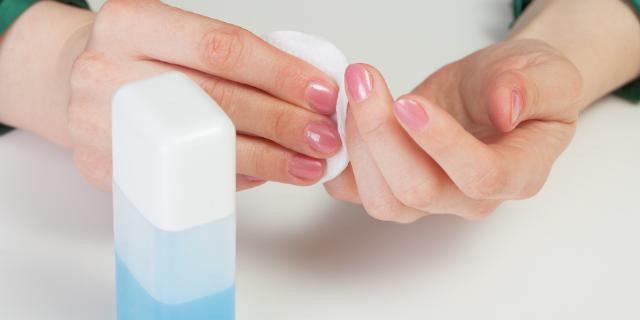 Solvente: causa unghie sfaldate