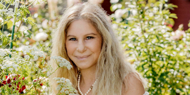 """Barbra Streisand, bellezza e carisma di una dea cui avevano detto """"sei brutta!"""""""