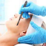 I benefici del bisturi sulla pelle: l'esfoliazione dermaplaning
