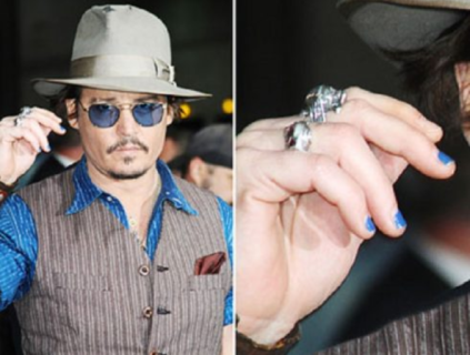 MANicure: da David Bowie a Brad Pitt, unghie e smalti sono anche roba da uomini