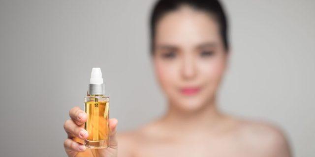 Oil pulling: la pulizia della bocca si fa con l'olio