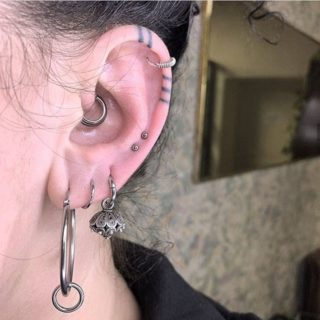 Il conch piercing: tutto quello che c'è da sapere prima di bucare la cartilagine