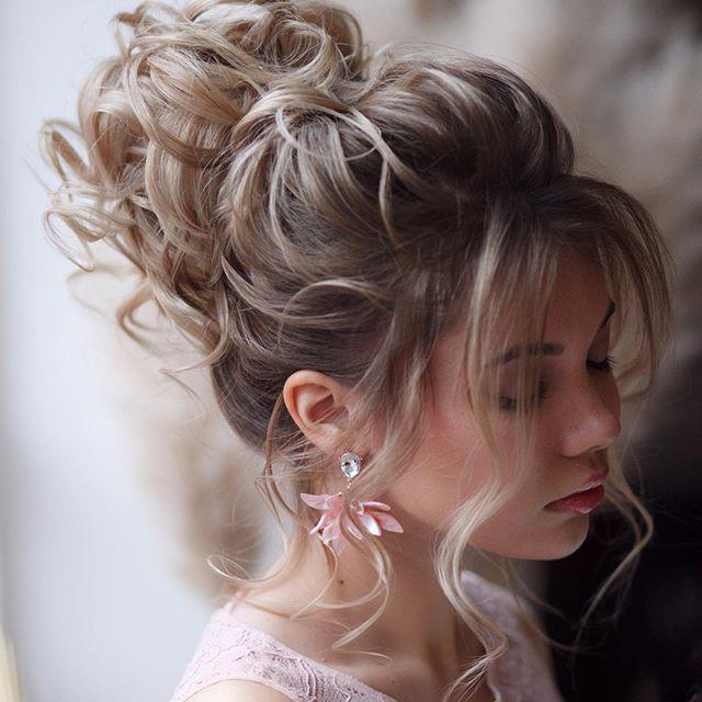 acconciatura capelli raccolti elegante
