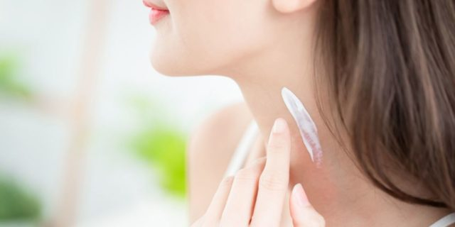 Crema all'acido ialuronico: l'alleato delle pelli mature