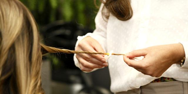 Velaterapia: bruciare le doppie punte per ravvivare i capelli è una buona idea?
