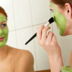 La pulizia del viso fai da te in 5 passaggi semplici e con prodotti naturali