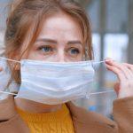 Maskne: il problema dell'acne da mascherina (e cosa fare)