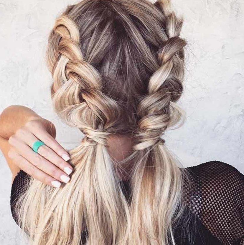 Le 10 migliori acconciature per capelli lunghi, sciolti e ricci