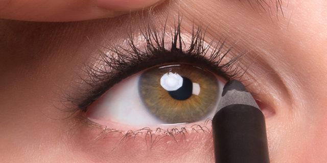 Come fare il tightlining: l'eyeliner è invisibile ma gli occhi sono magnetici