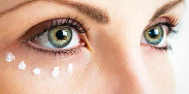 Come prendersi cura del contorno occhi con pochi step