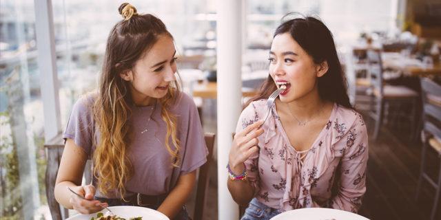 Diet talk: perché dovremmo stare attente quando parliamo della nostra dieta