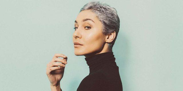 8 ispirazioni per Gray blending: i capelli grigi non sono mai stati così belli